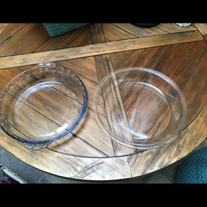 Vintage 2 glass pie dishes. 1 Pyrex and 1 Marinex